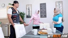 Video Bokep Sexy Arab Family Stepmother And Daughter Mia Khalifa